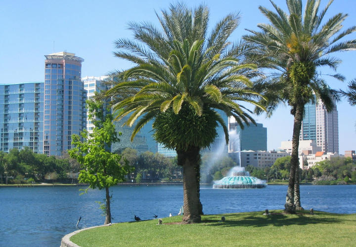 downtown orlando skyline with large water fountain